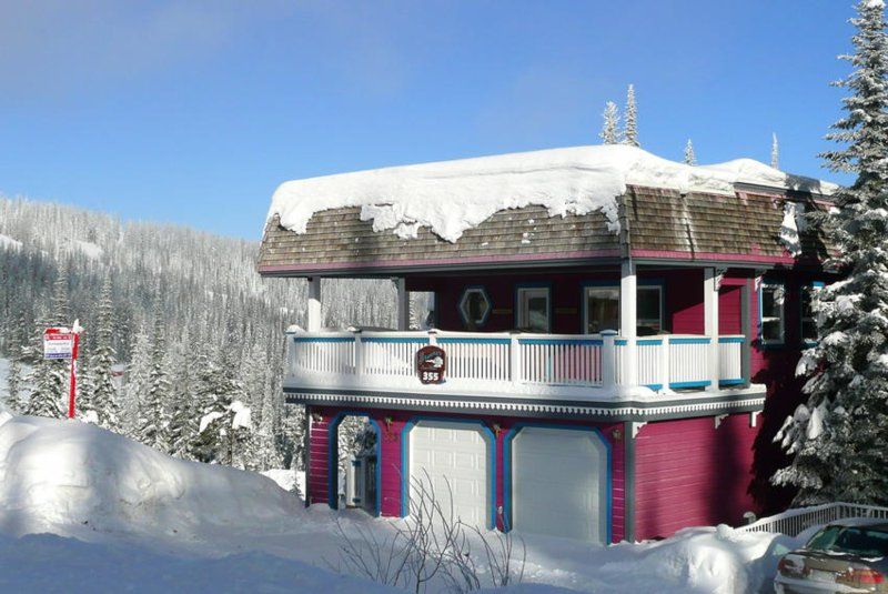 Fabulous Home Right on the Skiway