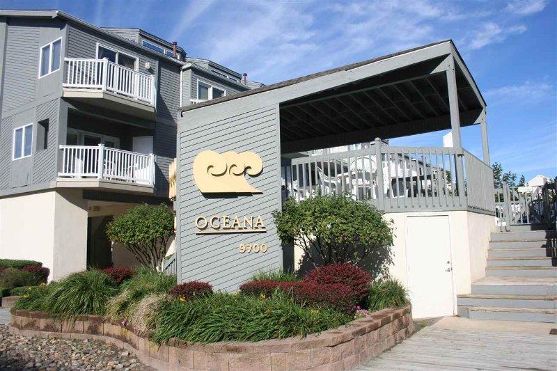 Oceana Townhomes - menos de 1 cuadra de la playa, 2 plazas de aparcamiento, ducha y almacenamiento privado.