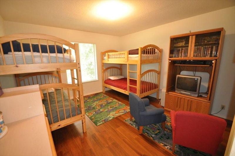 Bedroom %353, Pine Mountain Lake vacation rental Casa Del Lago