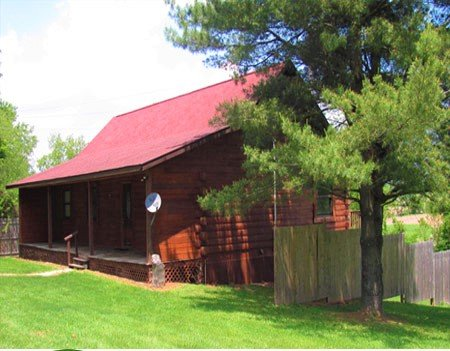 HOCKING HILLS OHIO, GONE FISHIN CABIN SLEEPS 8/HOT TUB, POOL, POND, POOL TABLE, holiday rental in McArthur