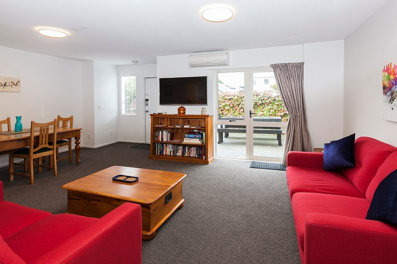 Awesome Central Christchurch Townhouse, vacation rental in Christchurch