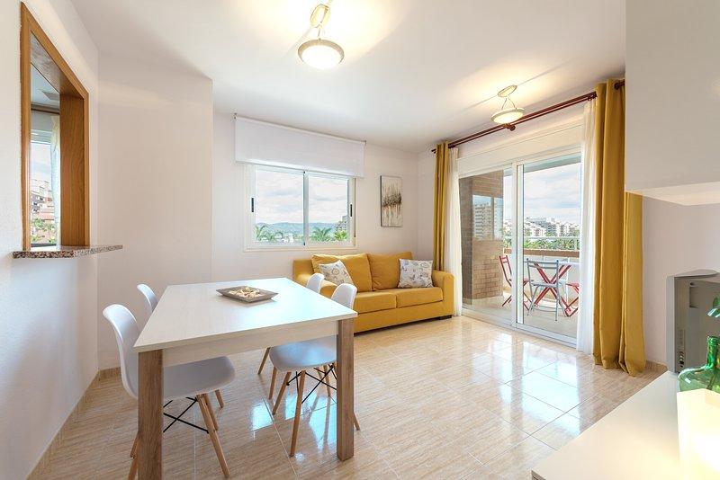Primera linea de Playa, 3 habitaciones dobles, garaje, piscina, Vistamar – semesterbostad i Oropesa Del Mar