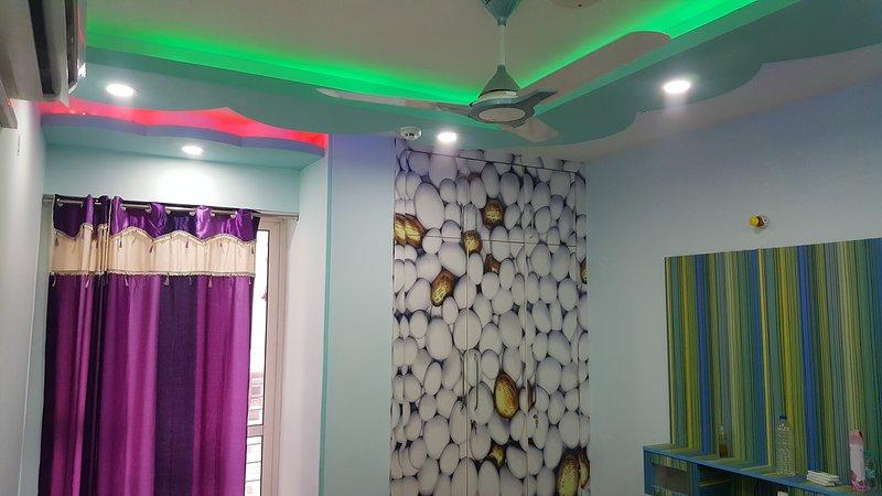 Beautiful spacious 4 BHK Society Flat, holiday rental in Ghaziabad