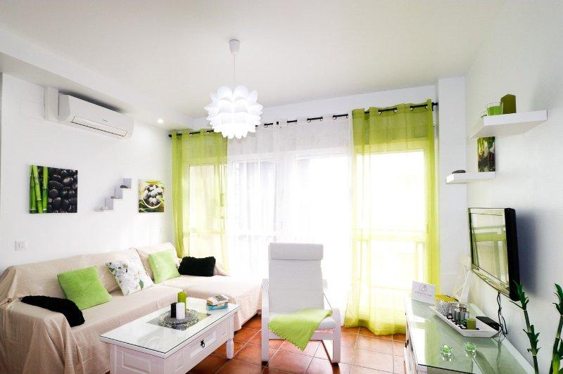 Confortevole salotto con un / a, divano letto e accesso alla terrazza.