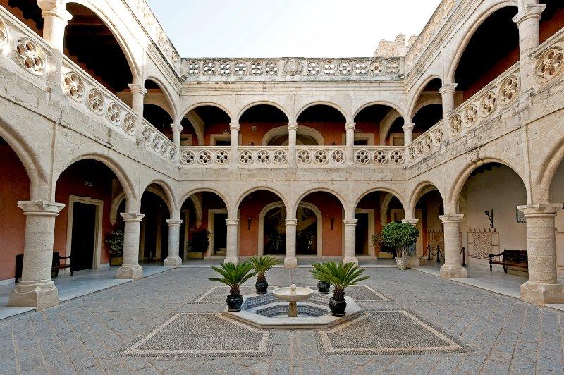 Patio del Castillo de Luna