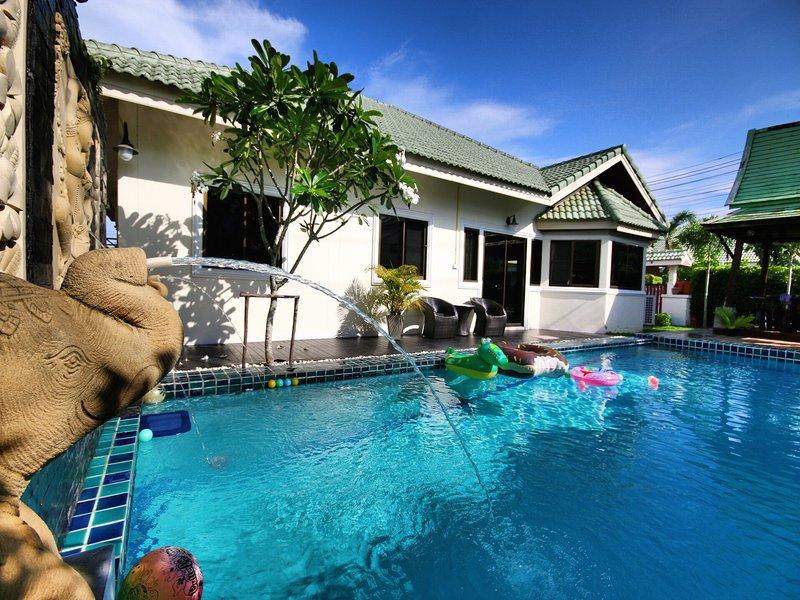 The Siam Place Pool Villa, aluguéis de temporada em Nong Prue