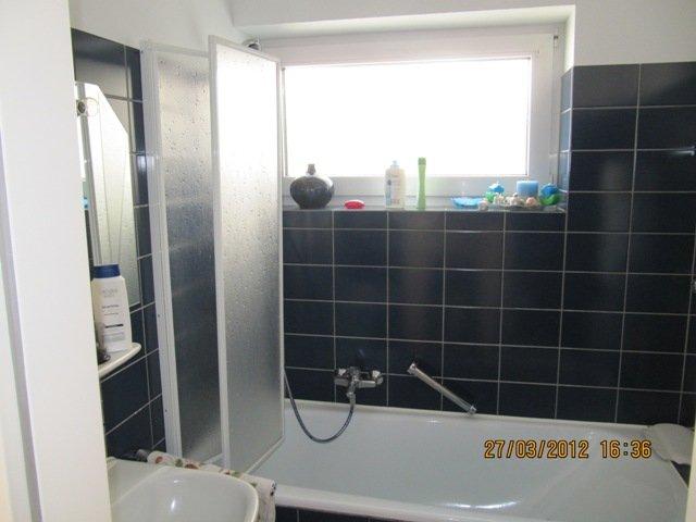 Badezimmer- mit Big Badewanne / Dusche WC n