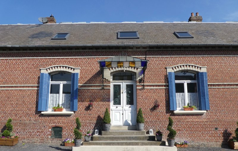 Guillemont Halt is a Self Catering Holiday Home in the Somme Battlefield Area, holiday rental in Courcelles-au-Bois