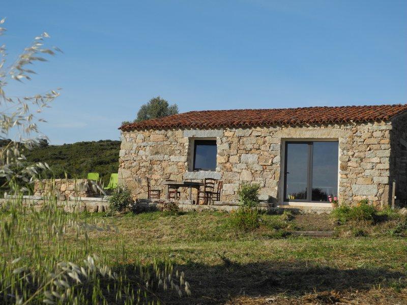 Casa Lysandra - Maison authentique, endroit calme à 10 minutes de la plage., holiday rental in Serra-di-Ferro