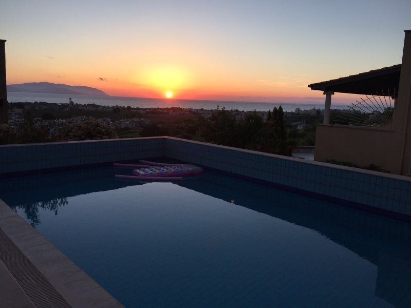 Vista al mar desde la piscina-Sunset