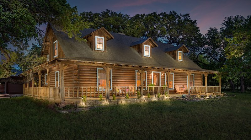 Beautiful Austin Log Home 15 Minutes From Downtown!, vacation rental in Manchaca
