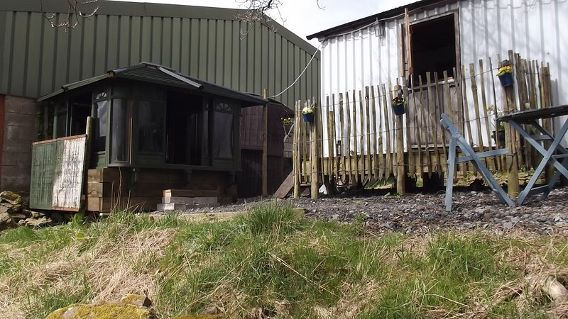 HERDWICK HUT, Hot tub ALL WEATHER COVERED private SOLE USE 24/7.alston &; Lakes, holiday rental in Garrigill