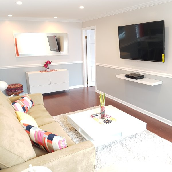 1st fl Parkview apt/private yard+wifi+parking incl, vacation rental in Far Rockaway