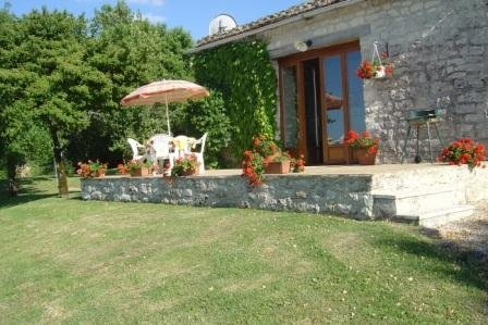 Apartment for 2 people with pool in quiet countryside location, holiday rental in Tournon-d'Agenais