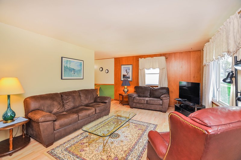 Magnolia House - 3 BR, 1 Ba - 3 Miles from Mayo!, location de vacances à Rochester