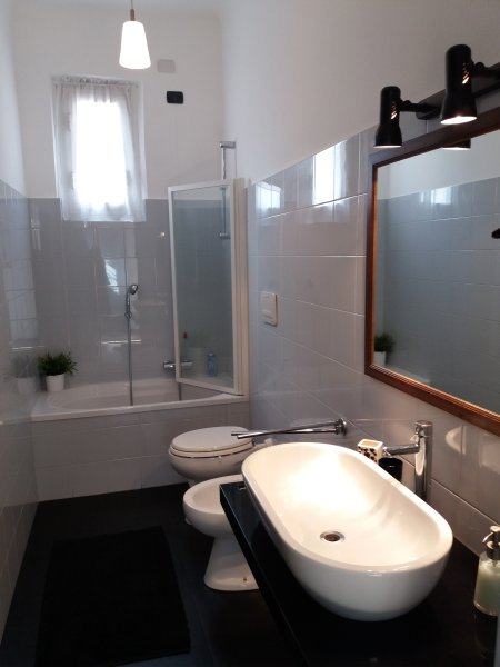 la salle de bains avec douche