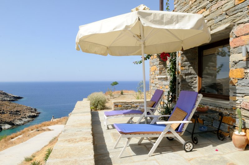 Iota Studio (completely seperate entrance / area of Aperon Full), holiday rental in Loutra