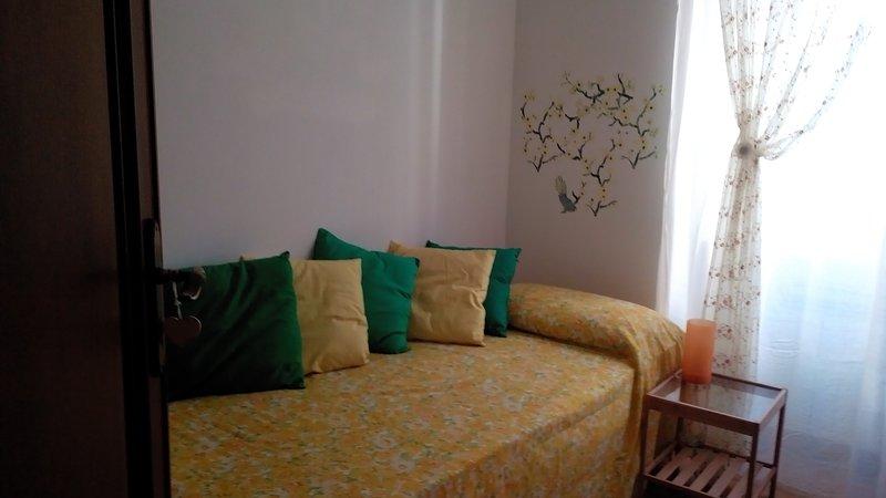 habitación amarilla (cama individual)