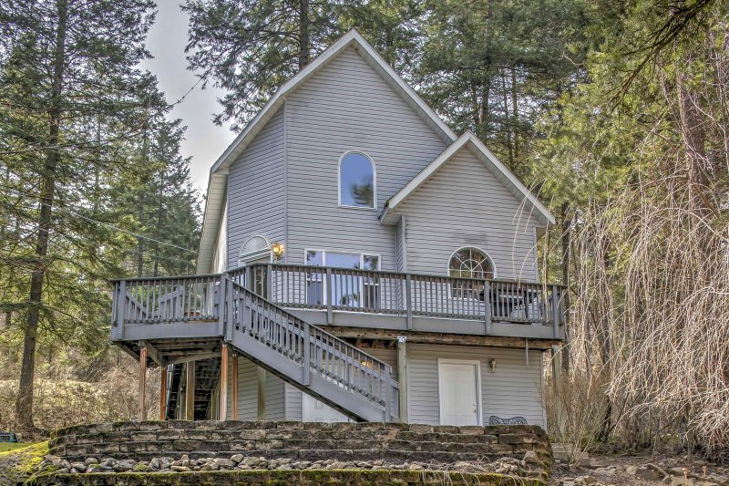 Experience Coeur d'Alene from this cozy 4-bedroom, 3-bath vacation rental house!