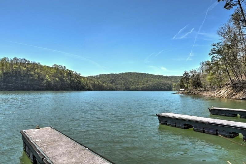 Dock your boat or jet skis and explore the lake's wildlife!