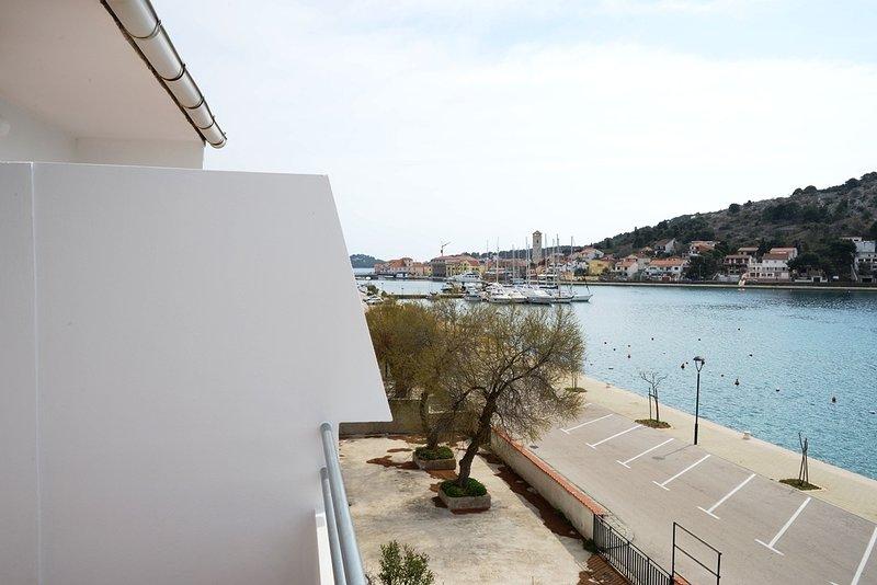 R1(2): terrace view