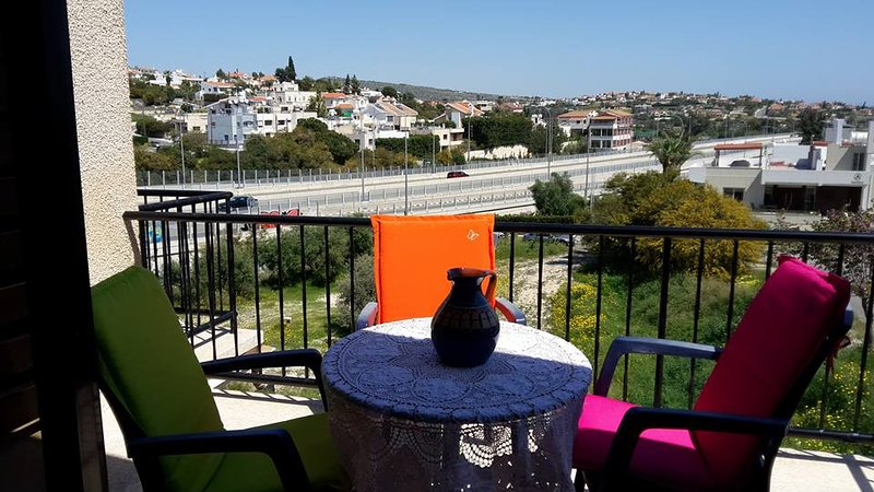 Beautiful apt with terrace & Wifi, holiday rental in Agios Athanasios