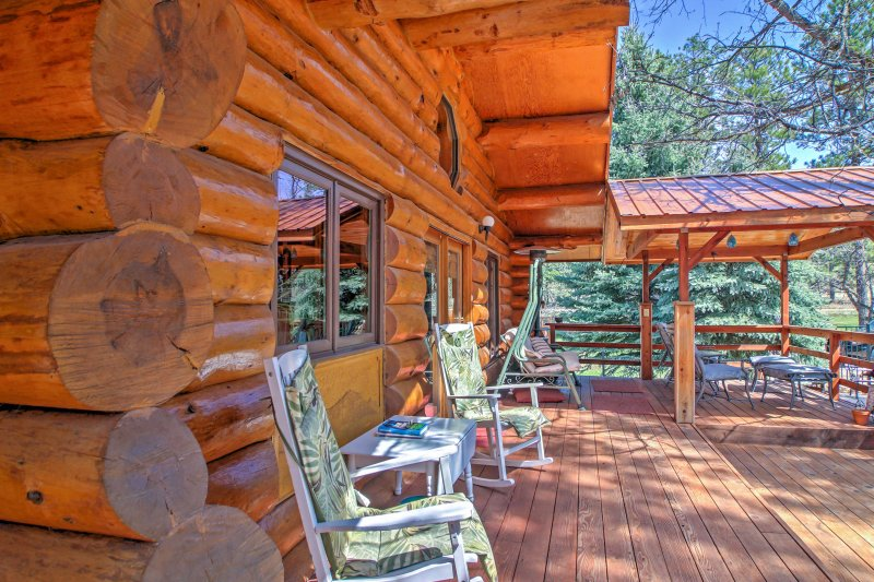 Enjoy relaxing on the porch of this 3-bed, 3-bath vacation rental in Rapid City.