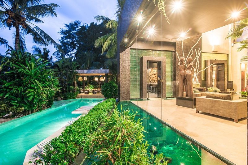 MAGFICENT 5 STARS ESTATE CANGGU MANSION 6 BEDRM BATU BOLONG INTERNATIONAL DESIGN, holiday rental in Buduk
