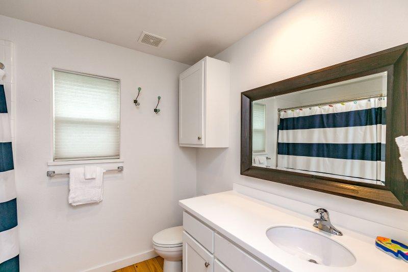 Bathroom,Indoors,Room,Fence,Wall