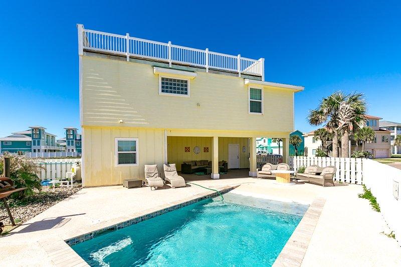 Building,Tree,Palm Tree,Pool,Resort