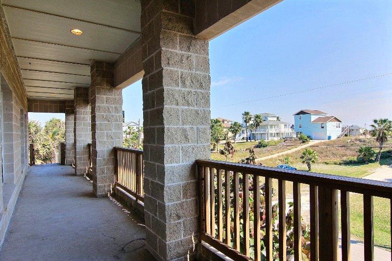 Deck,Porch,Building,Railing,Indoors