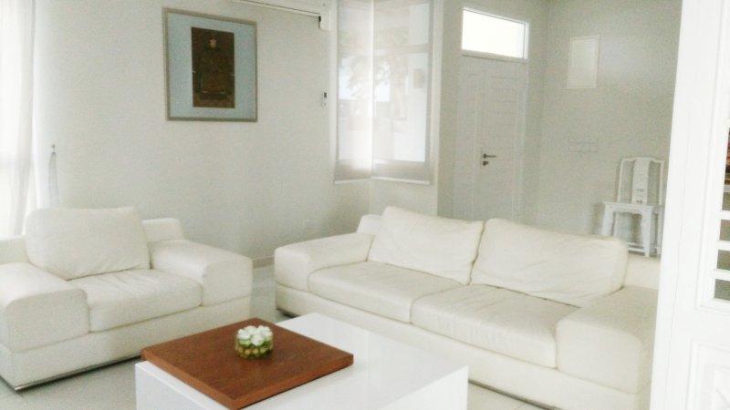 Shamrock Ferringhi Villa 10, casa vacanza a Batu Ferringhi