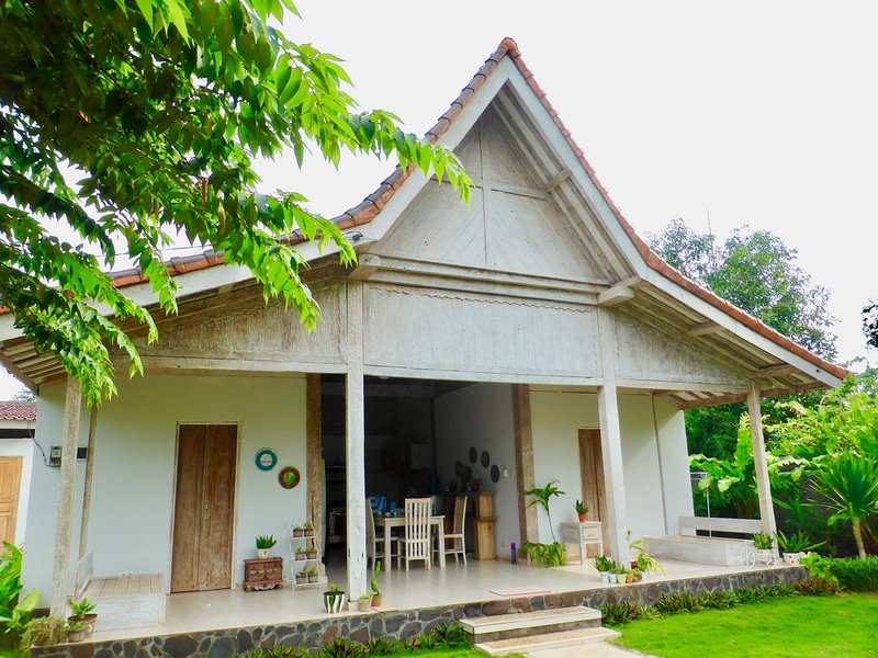 Villa Coral - Pemuteran - 8 pax - 300m to beach, location de vacances à Gerokgak