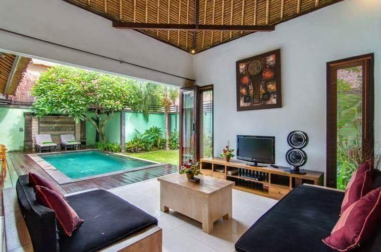 Wohnen mit Blick auf den Pool und Garten