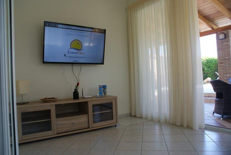 TV, sitting room