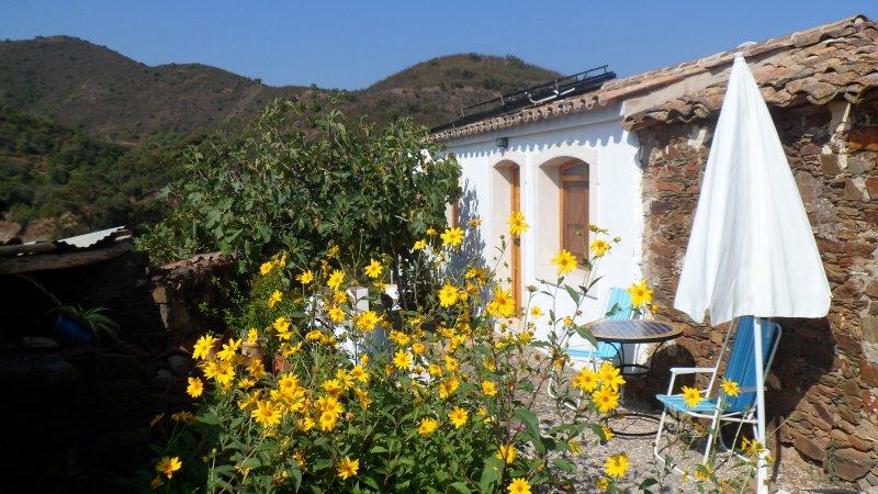 Sunny cottage 'La Soleá', vacation rental in Santa Catarina da Fonte do Bispo