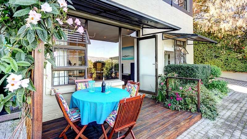 Two upmarket self-catering apartments with magnificent views ideal for Golfers., holiday rental in Somerset West