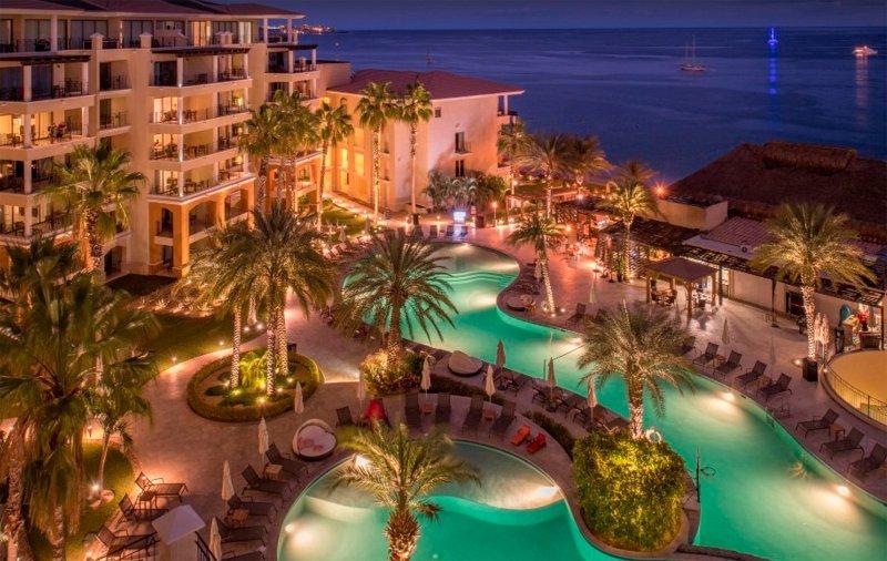 Crepúsculo con vistas a la piscina y la playa Piscina