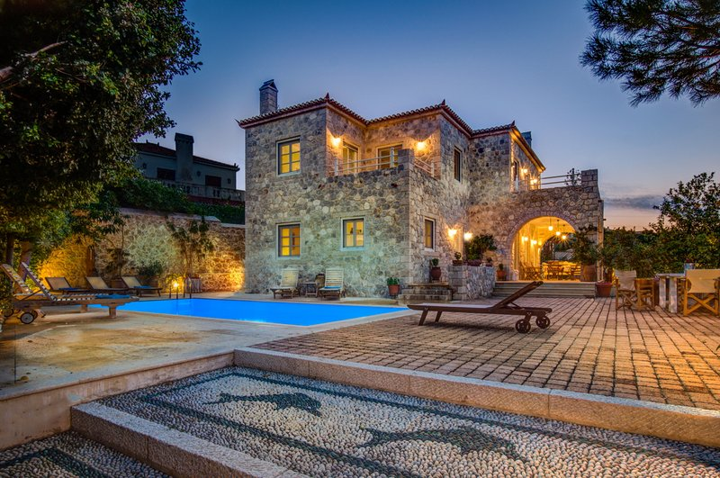 Villa Arte by Olive Villa Rentals, holiday rental in Spetses Town