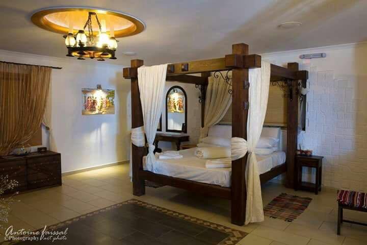 GRAND ROYAL SUITE...SEAFRONT, location de vacances à Perivolos