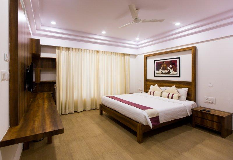 Sherwood Suites Hotel - 1 BHK Suite  (Whitefield), holiday rental in Hosur