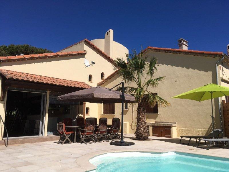 Villa pleine de charme bord de mer avec piscine, holiday rental in La Tamarissiere