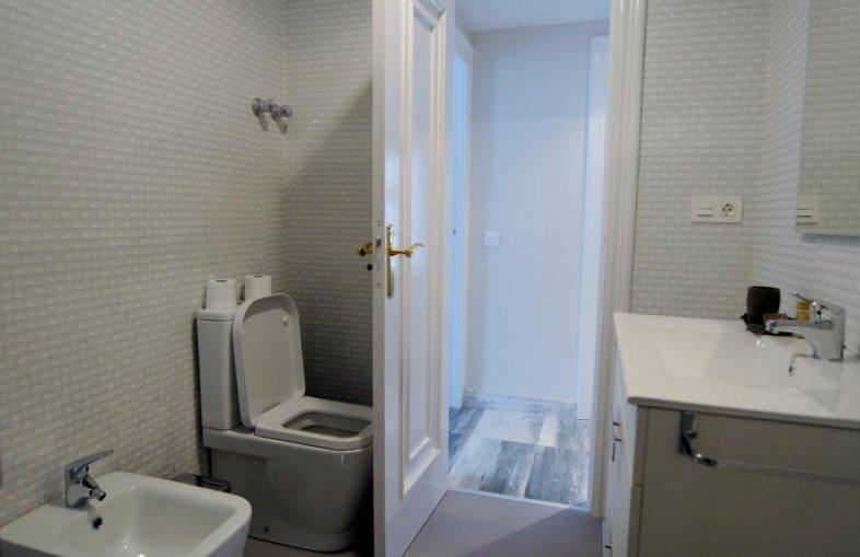 Full bath bathroom