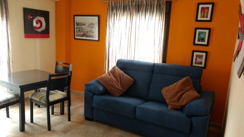 Céntrico apartamento con wifi y aire acondicionado, vacation rental in Brenes