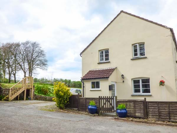 COURT COTTAGE, pet-friendly, woodburner, off road parking, surrounded by – semesterbostad i Holsworthy