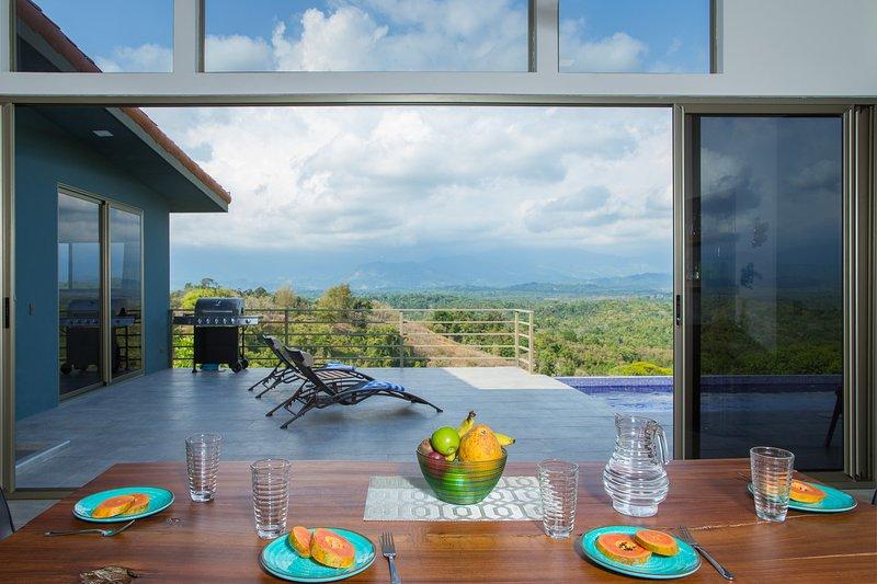 Secret Mountain Top 3BR Casa Colibrí with Jungle Views, Private Pool & BBQ, location de vacances à Parc national Manuel Antonio