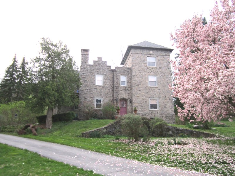 Stay in a 'Castle' in Villanova - Main Line Home near universities and highway, holiday rental in Marple Township