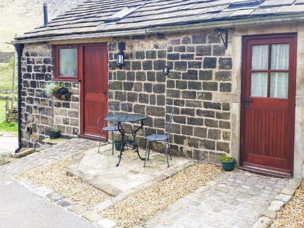 JIM'S BARN woodburning stove, open plan living, eco-friendly, Ref 20237, holiday rental in Mossley