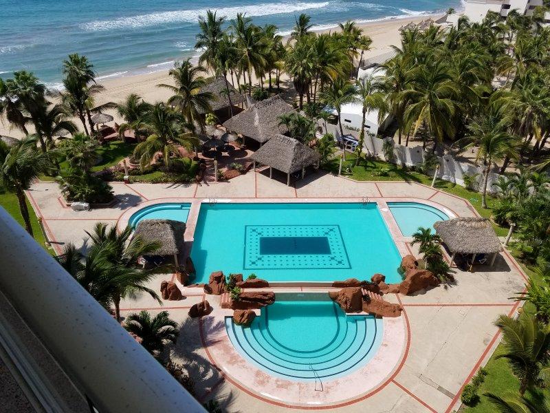 Ocean Front 1 BD Condo Cerritos Beach, alquiler de vacaciones en Mazatlán