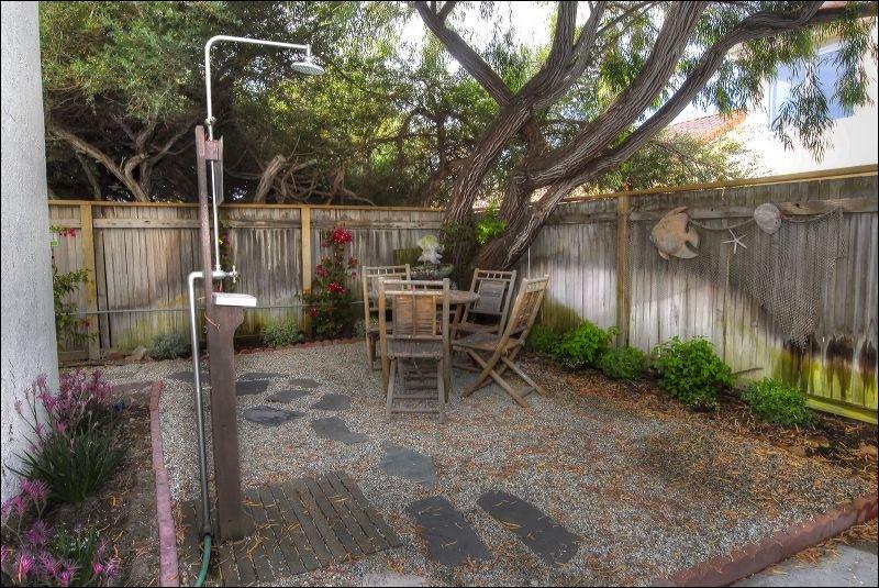 Bench,Yard,Flagstone,Garden,Window